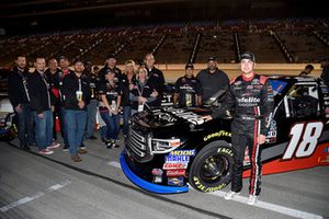 Noah Gragson, Kyle Busch Motorsports, Toyota Tundra Safelite AutoGlass, with guest