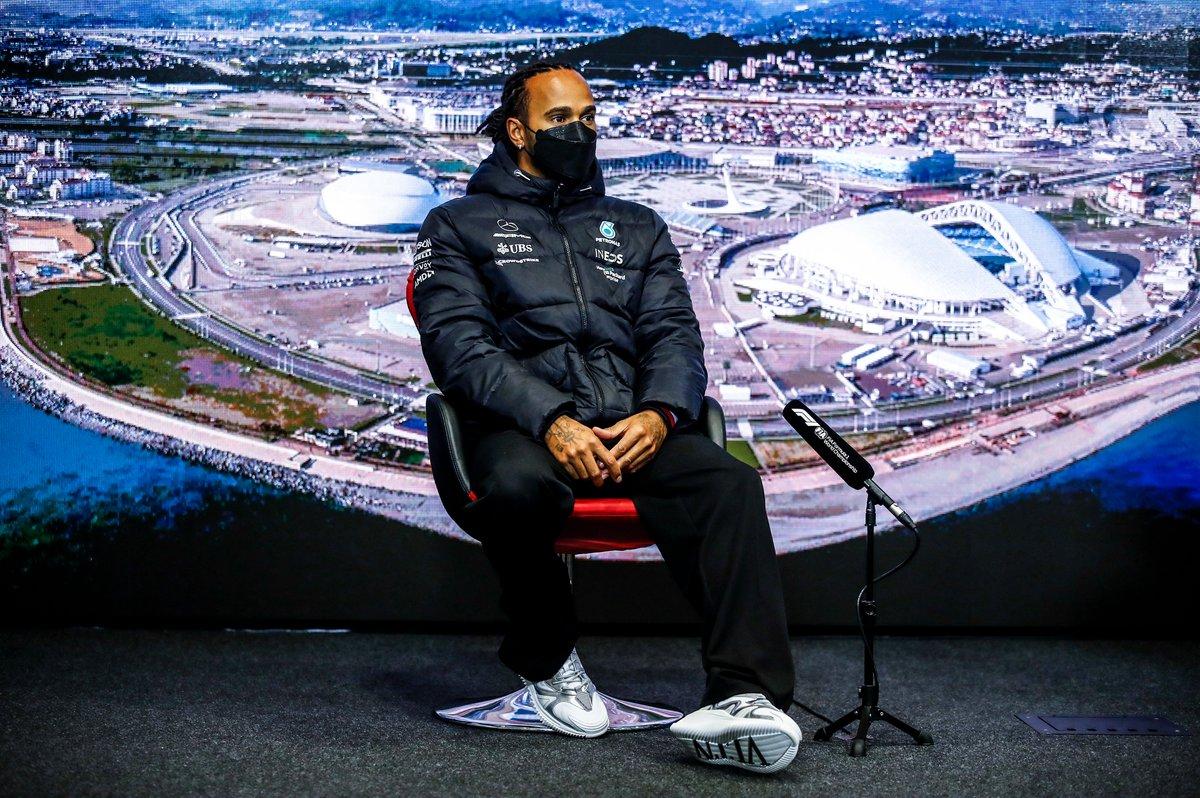 Lewis Hamilton, Mercedes en la rueda de prensa