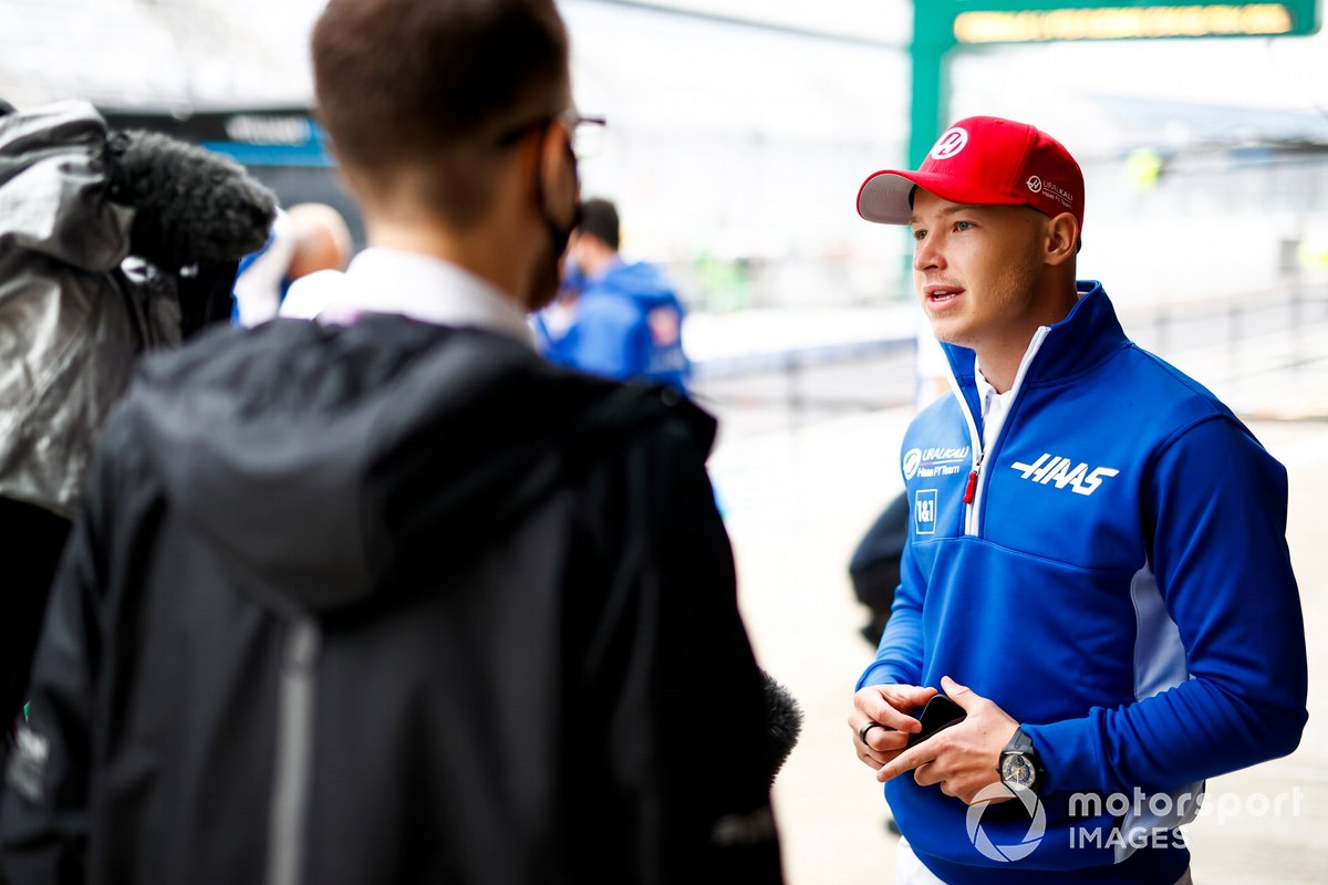 Nikita Mazepin, Haas F1, habla con los medios
