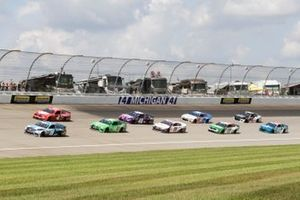 Martin Truex Jr., Joe Gibbs Racing, Toyota Camry Auto-Owners Insurance, Kevin Harvick, Stewart-Haas Racing, Ford Mustang Busch Light Apple