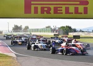Jack Doohan, Trident, Dennis Hauger, Prema Racing, Lorenzo Colombo, Campos Racing, au départ