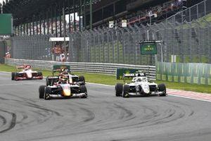 Jonny Edgar, Carlin Buzz Racing and Lorenzo Colombo, Campos Racing battle