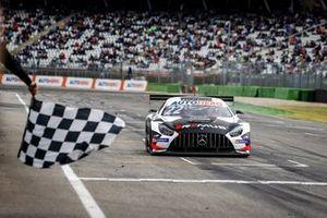 Race winner Lucas Auer, Mercedes AMG Team Winward Mercedes AMG GT3