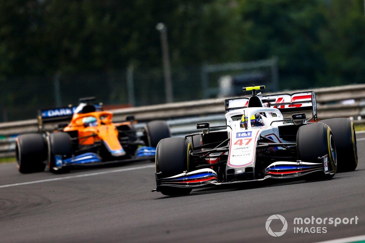 Mick Schumacher, Haas VF-21, Daniel Ricciardo, McLaren MCL35M