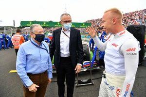 Jean Todt, President, FIA, Stefano Domenicali, CEO, Formula 1, and Nikita Mazepin, Haas F1, on the grid
