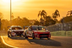 Anton De Pasquale, Dick Johnson Racing Ford, Jamie Whincup, Triple Eight Race Engineering Holden