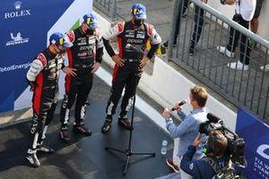 I vincitori della gara #7 Toyota Gazoo Racing Toyota GR010 - Hybrid: Mike Conway, Kamui Kobayashi, Jose Maria Lopez