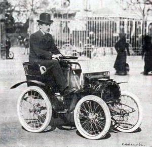 Louis Renault com seu primeiro carro