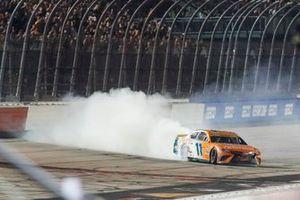 Denny Hamlin, Joe Gibbs Racing, Toyota Camry Offerpad celebrates