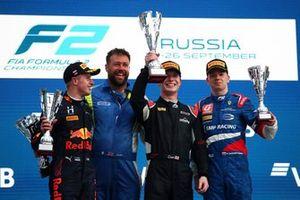 Podium: Race winner Dan Ticktum, Carlin, second place Juri Vips, Hitech Grand Prix, third place Robert Shwartzman, Prema Racing