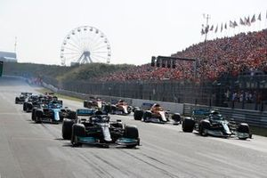 Valtteri Bottas, Mercedes W12, Sebastian Vettel, Aston Martin AMR21, Esteban Ocon, Alpine A521, and others on the grid at the end of FP2