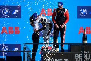 Podio: Susie Wolff, directora de Venturi Racing, segundo lugar Oliver Rowland, Nissan e.Dams, ganador Norman Nato, Venturi Racing