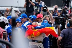 Le Champion Alex Palou, Chip Ganassi Racing Honda, fête avec un drapeau Espagnol