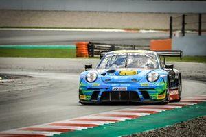 #222 Team Allied-Racing Porsche 911 GT3-R: Bastian Buus, Joel Sturm, Julien Apotheloz