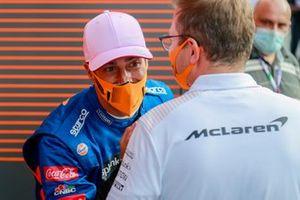 Daniel Ricciardo, McLaren, met Andreas Seidl, Teambaas, McLaren