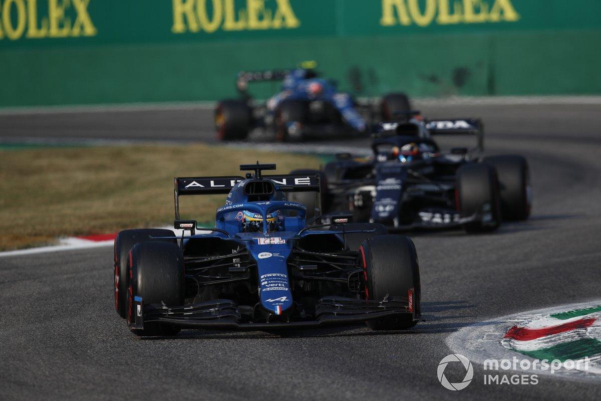 Fernando Alonso, Alpine A521, Yuki Tsunoda, AlphaTauri AT02