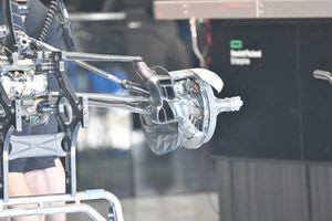 Mercedes W12 brake detail