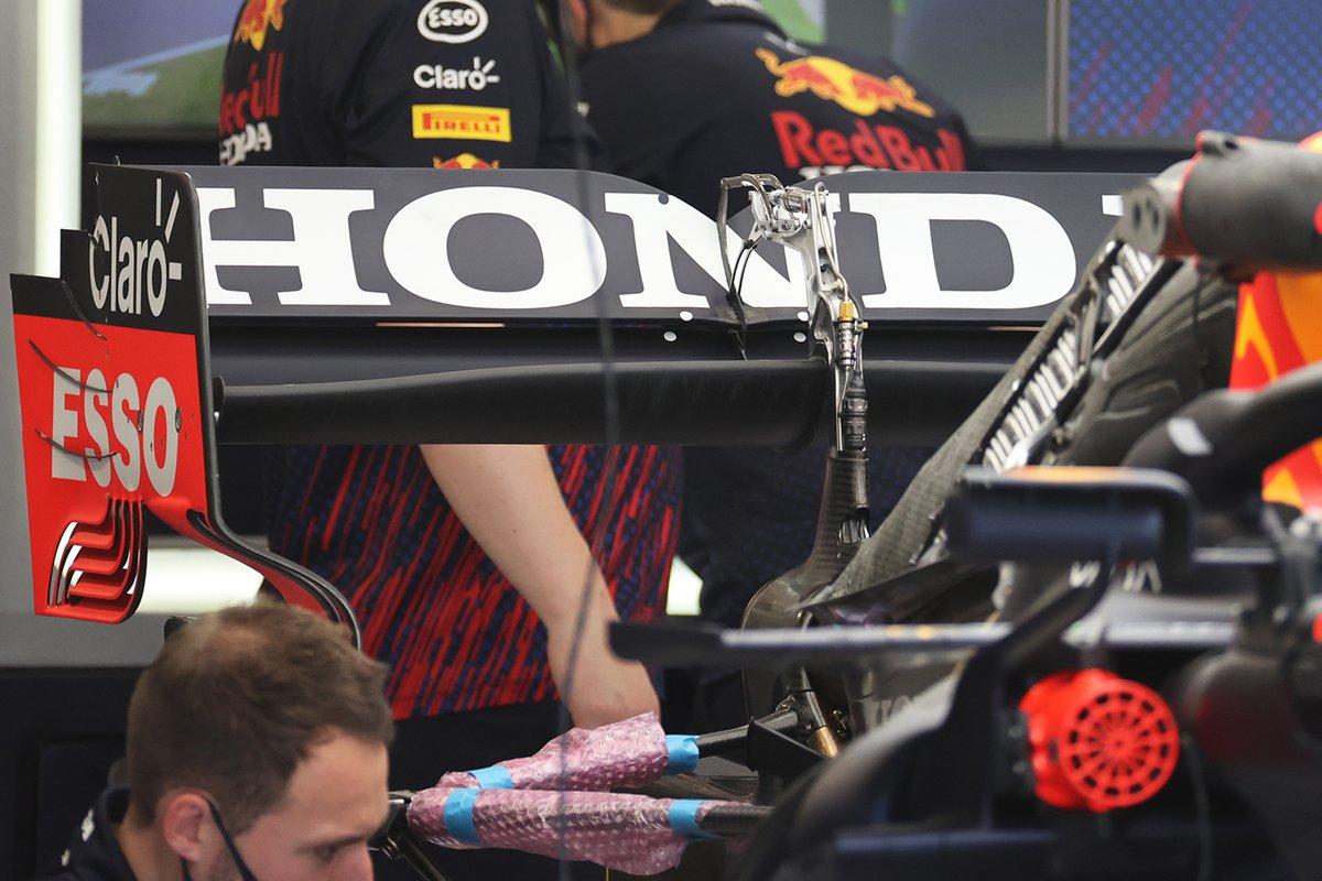 Sergio Pérez, Red Bull Racing RB16B detalle del alerón trasero