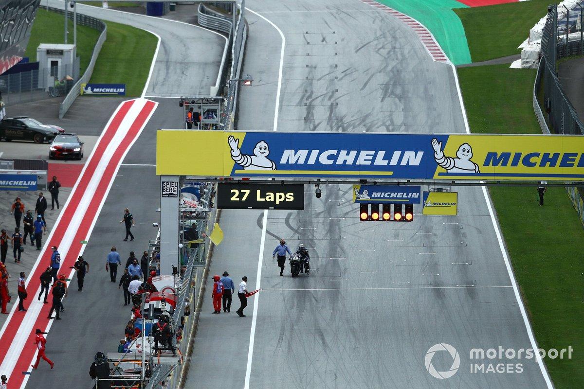 Maverick Vinales, Yamaha Factory Racing, en la parrilla