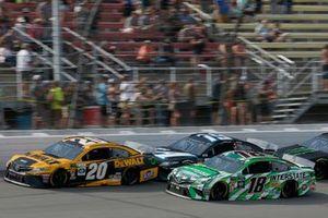 Erik Jones, Joe Gibbs Racing, Toyota Camry DeWalt Kyle Busch, Joe Gibbs Racing, Toyota Camry Interstate Batteries
