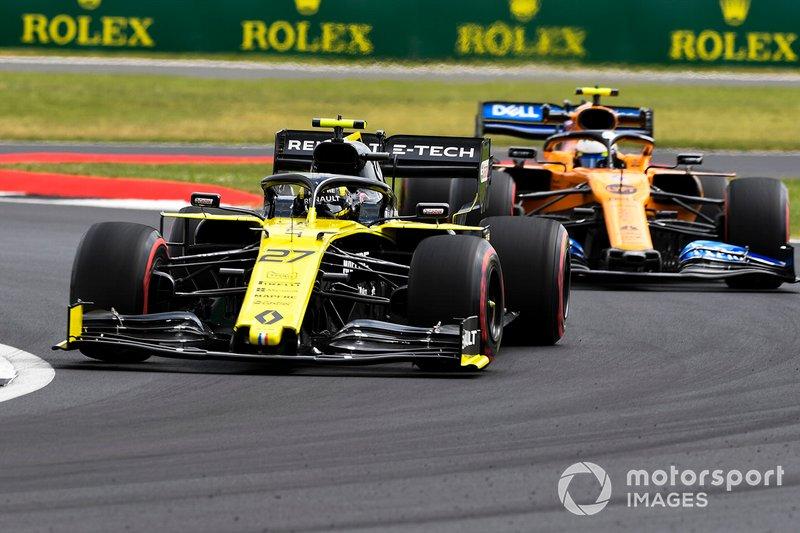 Nico Hulkenberg, Renault F1 Team R.S. 19, devant Lando Norris, McLaren MCL34