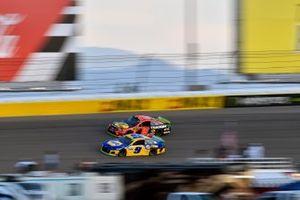 Chase Elliott, Hendrick Motorsports, Chevrolet Camaro NAPA Filters and Martin Truex Jr., Joe Gibbs Racing, Toyota Camry Bass Pro Shops