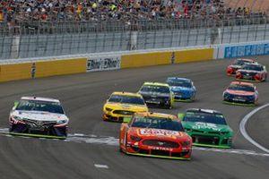 Ryan Newman, Roush Fenway Racing, Ford Mustang Oscar Mayer Bacon, Kyle Larson, Chip Ganassi Racing, Chevrolet Camaro Clover