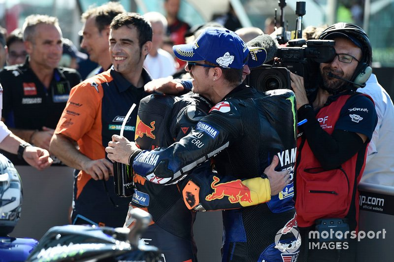 El autor de la pole Maverick Vinales, Yamaha Factory Racing, y Pol Espargaro, Red Bull KTM Factory Racing