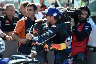 Polesitter Maverick Vinales, Yamaha Factory Racing, secondo classificato Pol Espargaro, Red Bull KTM Factory Racing