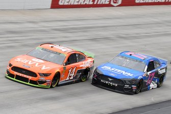 Clint Bowyer, Stewart-Haas Racing, Ford Mustang ITsavvy / Haas, Ricky Stenhouse Jr., Roush Fenway Racing, Ford Mustang Fastenal