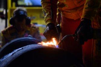 Joey Logano, Team Penske, Ford Mustang Shell Pennzoil, crew