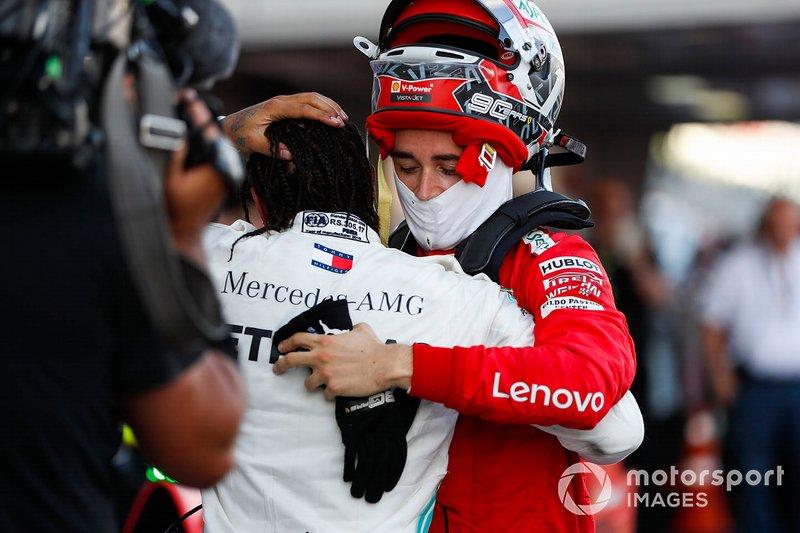 Charles Leclerc, Ferrari, si congratula con il vincitore della gara Lewis Hamilton, Mercedes AMG F1, al parc ferme