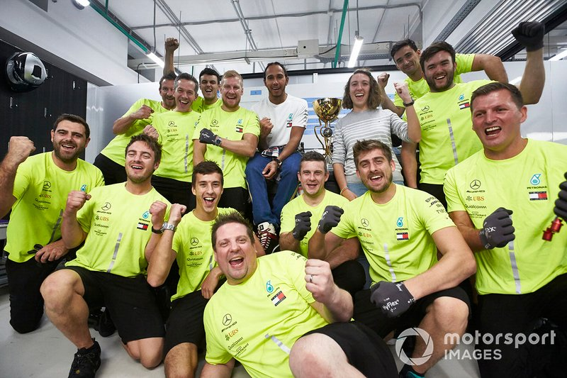 Lewis Hamilton, Mercedes AMG F1, 1st position, and the Mercedes team celebrate a perfect result