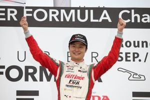 Podium: race winner Kenta Yamashita, Kondo Racing