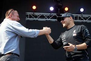 Valtteri Bottas, Mercedes AMG F1, sul palco