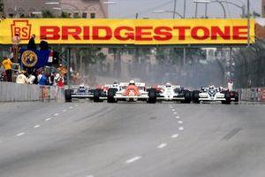 Riccardo Patrese, Arrows A3, comanda all'inizio della gara