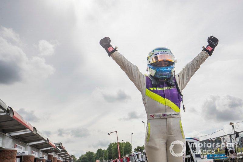 Jamie Chadwick celebrates in Parc Ferme