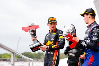 Max Verstappen, Red Bull Racing, 1st position, and Daniil Kvyat, Toro Rosso, 3rd position, on the podium with their trophies