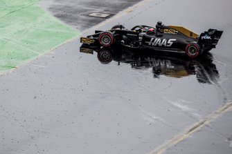 Romain Grosjean, Haas F1 Team VF-19, spins