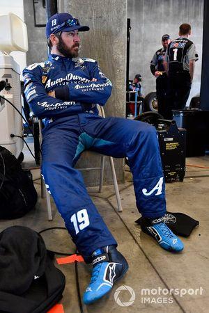 Martin Truex Jr., Joe Gibbs Racing, Toyota Camry AOI