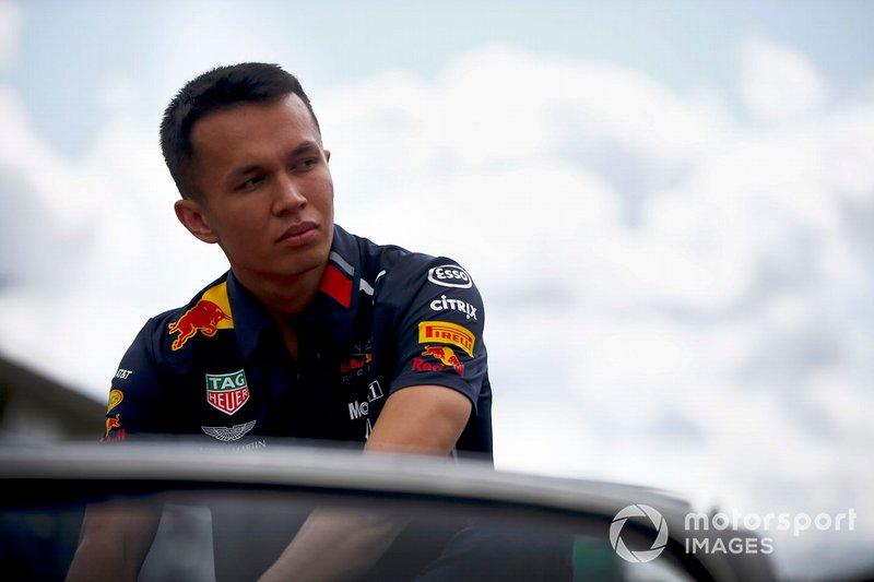 Alex Albon, Red Bull Racing, en el desfile de pilotos