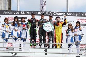 宮田莉朋、阪口晴南(カローラ中京 Kuo TEAM TOM'S)、サッシャ・フェネストラズ(B-Max Racing with motopark)