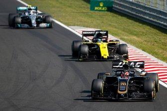 Kevin Magnussen, Haas F1 Team VF-19, leads Daniel Ricciardo, Renault F1 Team R.S.19, and Valtteri Bottas, Mercedes AMG W10