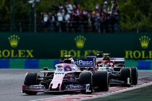 Lance Stroll, Racing Point RP19, precede Antonio Giovinazzi, Alfa Romeo Racing C38