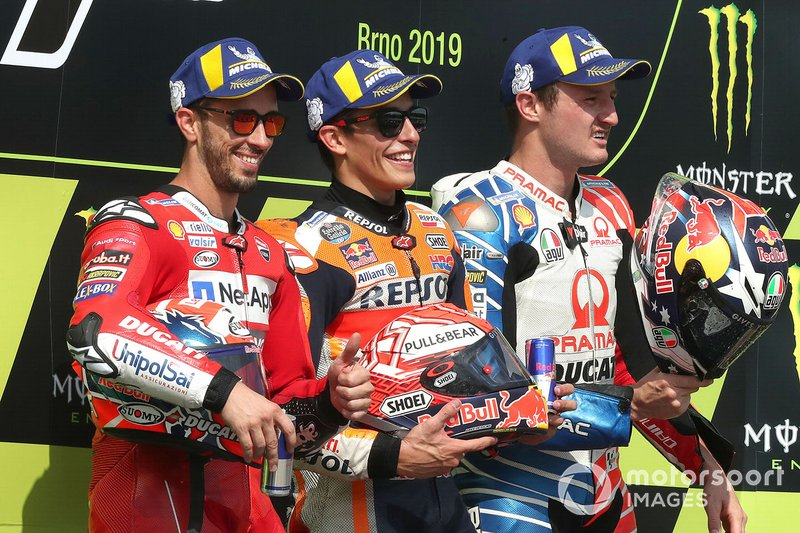 Джек Миллер в третий раз закончил в первой тройке гонку MotoGP. Ранее австралиец уже поднимался на подиум в компании Марка Маркеса, а вот комбинацию Маркес-Довициозо-Миллер зрители увидели на подиуме впервые.