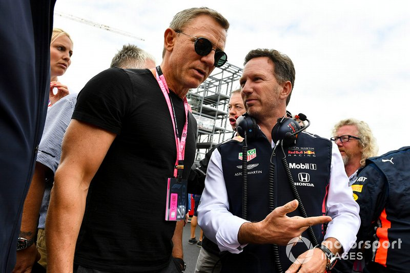Christian Horner, Team Principal, Red Bull Racing, on the grid with Actor Daniel Craig