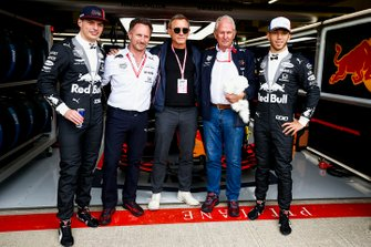 Max Verstappen, Red Bull Racing, Christian Horner, Team Principal, Red Bull Racing, acteur Daniel Craig, Helmut Marko, Consultant, Red Bull Racing, en Pierre Gasly, Red Bull Racing