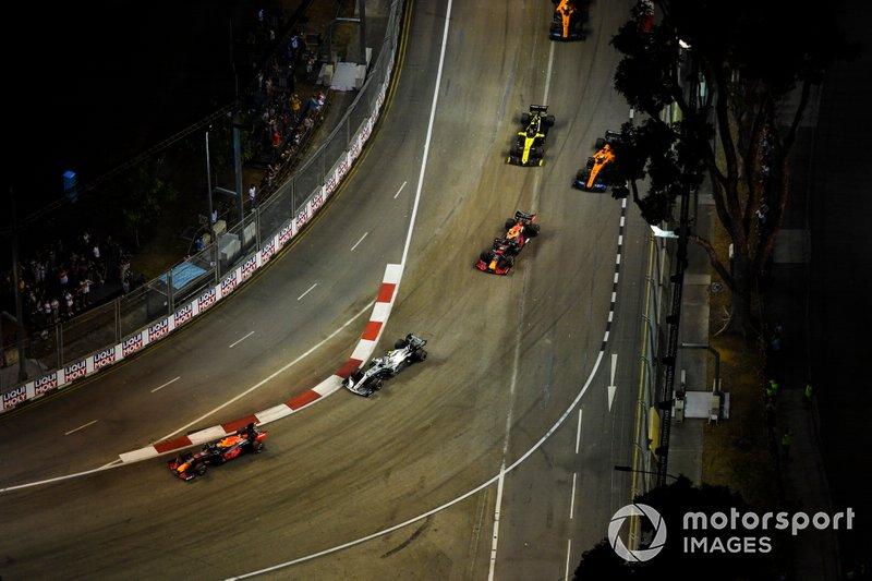 Max Verstappen, Red Bull Racing RB15, Valtteri Bottas, Mercedes AMG W10, Alexander Albon, Red Bull RB15, Carlos Sainz Jr., McLaren MCL34, y Nico Hulkenberg, Renault F1 Team R.S. 19