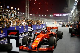 Sebastian Vettel, Ferrari SF90, 1ª posición, llega a Parc Ferme