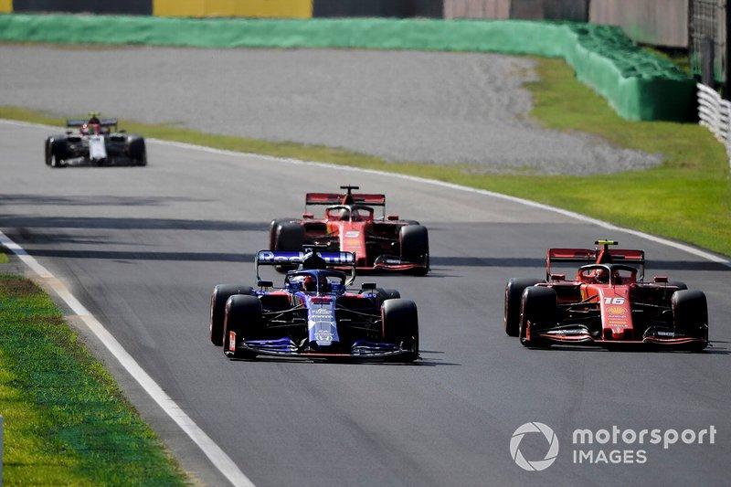 Daniil Kvyat, Toro Rosso STR14, precede Charles Leclerc, Ferrari SF90, Sebastian Vettel, Ferrari SF90, e Antonio Giovinazzi, Alfa Romeo Racing C38